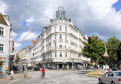 Prächtiger Gründerzeitbau im Hamburger Stadtteil Sternschanze - Ecke Schulterblatt / Schanzenstrasse.