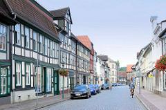 Strasse mit Fachwerkgebäuden in Grabow an der Elde.