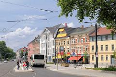 Wohnhäuser - Geschäftshäuser in Brandenburg an der Havel - Bushaltestelle.