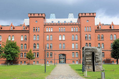 Fachhochschule Brandenburg - Wirtschaftswissenschaftliches Zentrum (WWZ) - ehem. Kürassierkaserne.