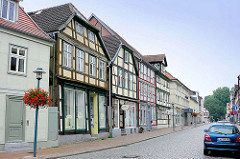 Strassenansicht mit Fachwerkhäuser - Wohnhäuser mit Laden im Erdgeschoss, Bilder aus der FAchwerkstadt Grabow.