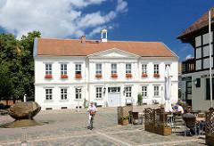 Rathaus von Pritzwalk - errichtet ca. 1840 im spätklassizistischen Baustil.