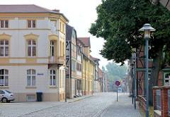 Unterschiedliche Architekturstile - Gründerzeit und Fachwerk; Wohnhäuser Grosser Wandrahm, Fachwerkstadt Grabow.