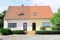 Doppelhaus mit unterschiedlicher Fassadengestaltung - Kirchmöser, Brandenburg an der Havel.