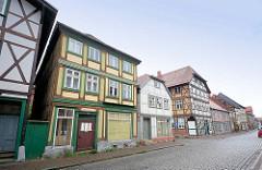 Strassenzug mit Fachwerkhäusern in Grabow, Mecklenburg-Vorpommern.