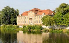 Schloss Plaue - Brandenburg an der Havel; historisches Barockschloss am Plauer See / Havel.