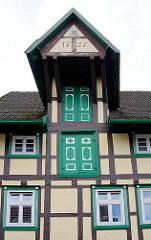 Fachwerkhaus in Grabow, Grosse Strasse - Ladekranvorbau unter dem Dach, Schmucktüren - Denkmalschutz.