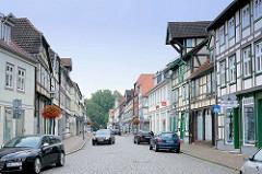 Strasse mit historischen Fachwerkhäusern, Ladengeschäfte in Grabow, Mecklenburg Vorpommern.