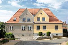 Doppelhaus mit unterschiedlcher Fassadengestaltung - Kirchmöser, Brandenburg an der Havel.