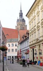 Wohnhäuser - Geschäftshäuser; Kirchturm der St. Katharinenkirche in Brandenburg an der Havel.