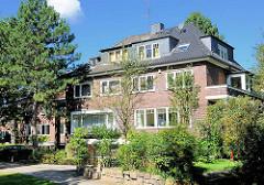 Backsteinwohnhäuser - Doppelhäuser in Hamburg Alsterdorf.