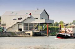 Haus der Projekte am Müggenburger Zollhafen, Hamburg Veddel. Einrichtung zur beruflichen Qualifizierung - Bootswerkstatt.