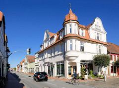 Gründerzeitvilla mit Erkerturm, Wohn- und Geschäftshaus in der Breitscheidstrasse / Marktstrasse von Neustadt-Glewe.