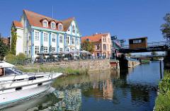 Plauer Hubbrücke an der Müritz-Elde-Wasserstrasse in Plau am See - die stählerne Brücke wurde 1916 errichtet,