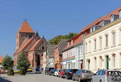 Wohnhäuser / Geschäfte Am Markt in Plau am See - Pfarrkirche St. Marien.