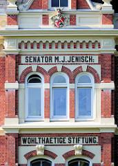 Fassade Senator M. J. Jenisch - Wohltätige Stiftung an der Tarpenbeckstrasse von Hamburg Eppendorf - erbaut 1895; Architekten Krumbhaar & Heubel.