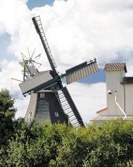 Historische Holländer-Windmühle in Götzberg / Henstedt-Ulzburg; die Götzberger Windmühle steht unter Denkmalschutz.