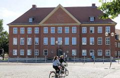 Gebäude Amtsgericht Parchim am Moltkeplatz; erbaut 1936 - Architekt Paul Schultze-Naumburg.