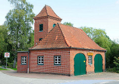 Spritzenhaus der Freiwilligen Feuerwehr am Wöddel in Henstedt - Ulzburg.