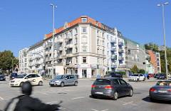 Kreuzung Lokstedter Weg / Tarpenbekstrasse in Hamburg Eppendorf - Strassenverkehr, Wohnhäuser.