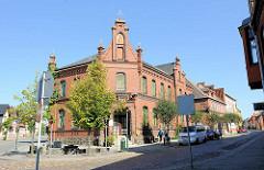 Backsteinarchitketur in Plau am See - ehem. Postgebäude, 1889 errichtet.