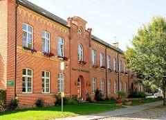 Kantor Carl Ehrlich Schule in Plau am See - 2 geschossiger Backsteinbau von 1860 - ehem. Stadt- und Bürgerschule.