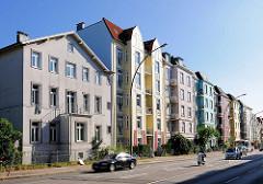 Wohnhäuser - Gründerzeitgebäude mit farbiger Fassade; Lokstedter Weg - Hamburg Eppendorf.