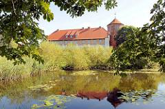 Alte Burg von Neustadt Glewe - älsteste Wehrburg Mecklenburgs, Wahrzeichen der Stadt; Ursprungsbau aus dem 13. Jahrhundert.