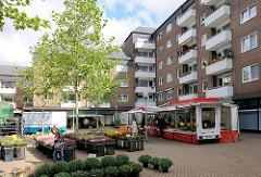 Wochenmarkt auf dem Rhener Marktplatz / Henstedt Ulzburg.