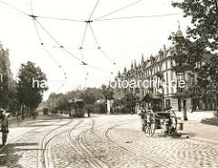 Historische Ansicht der Eppendorfer Landstrasse in Hamburg Eppendorf - Blick vom Eppendorfer Marktplatz - Strassenbahn; Milchhändler, Milchkarren mit Milchkannen vom Hund gezogen; Arbeitshund in Hamburg.