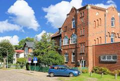 Indstriearchitektur, Fabrikgebäude zu Wohnraum umgewidmet - Bilder aus Neustadt-Glewe, Mecklenburg Vorpommern.