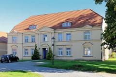 Amtshaus von Neustadt Glewe teil des Schlossensemble; Fachwerkgebäude erbaut Ende 18. Jahrhunderts - jetzt Hotel.