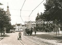 Blick von der Martinistrasse zum Eppendorfer Marktplatz / Eppendorfer Landstrasse; historisches Hamburg-Motiv, Junge auf der Strasse - Pferd und Wagen, Strassenbahnschienen / ca. 1905.