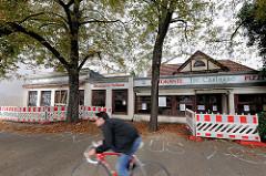 Vom Abriss bedrohtes Gebäude in Hamburg Eppendorf - Altes Eppendorfer Brauhaus; ehm. Restaurant Tre Castagne - Bauzaun.