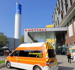Notfallaufnahme im Eppendorfer Krankenhaus - Fahrzeug Rettungsdienst.