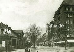 Historische Aufnahme aus der jetzigen Geschwister Scholl Strasse in Hamburg Eppendorf - lks. das Gartenlokal Borchers.