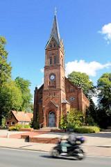 Erlöserkirche in Henstedt / Gemeinde Henstedt Ulzburg- erbaut 1880, neogotische Kirchenarchitektur.