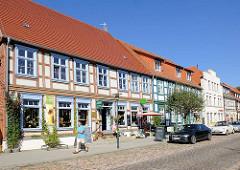 Historische Architektur in Plau am See - Wohnhaus / Geschäftshaus, 2 geschossiges Fachwerkhaus mit Satteldach.