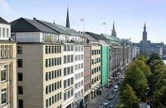 Luftaufnahme vom Ballindamm an der Hamburger Binnenalster - Kontorhäuser in der Hamburger Innenstadt.