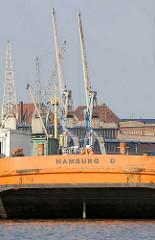 Arbeitsschute im Hansahafen - Heimathafen Hamburg; historische Hafenkräne am Bremer Kai vom Hafenmuseum Hamburg.