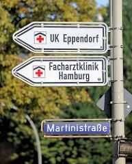 Hinweisschilder zum UK Eppendorf - Facharztklinik in Hamburg Eppendorf, Martinistrasse.