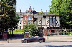 Jenischstift / Pförtnerhaus - Senator M. J. Jenisch - Wohltätige Stiftung an der Tarpenbeckstrasse von Hamburg Eppendorf - erbaut 1895; Architekten Krumbhaar & Heubel