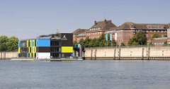 IBA-Dock; Informationspavillon der Internationalen Bauausstellung; schwimmender Ponton im Müggenburger Zollhafen - Hamburg Veddel