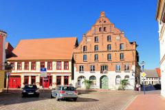 Historische Häuser am Alten Markt von Parchim - Wohn und Geschäftshaus, erbaut 1310 - renoviert 1902.