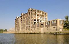 Abriss des historischen Industrieensemble der ehem. GEG auf der Peute in Hamburg Veddel - Blick vom Hovekanal.