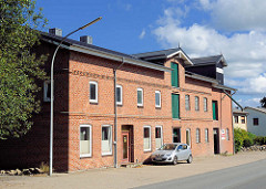 Lagergebäude, Mühle in Henstedt - ländliche Gewerbearchitketur, Backsteinfassade - Bilder aus der Gemeinde Henstedt-Ulzburg.