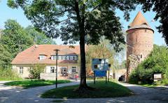 Schloss Plau / Burg; Burgturm und Amts- und Postmeisterhaus.