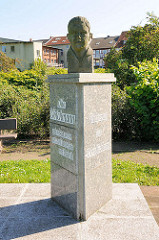 Denkmal für Otto Volckmann,  geb. 9. August 1909, gef. 20, Nov. 1936 vor Madrid; Inschrift Mahnung und Verpflichtung.