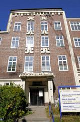 Eingang ehem. Krankenhaus Bethanien in Hamburg Eppendorf, Martinistrasse - das Gebäude steht z.Zt. leer; es soll zu Wohnungen umgebaut werden.