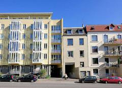 Neubau - Wohnhaus und alter Baubestand; Lokstedter Weg, Hamburg Eppendorf; Alt + Neu.